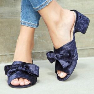 New Sole Society Blue Bow Front Velvet Mules Sz 8
